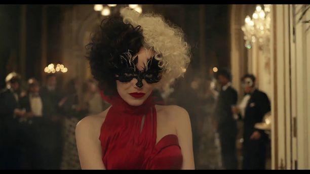 Emma Stone näyttelee uutuuselokuvassa tunnettua pahista.