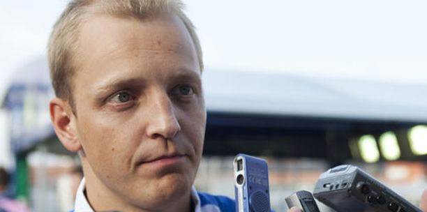 Mikko Hirvosen ajokki savusi pahannäköisesti testitaipaleella.