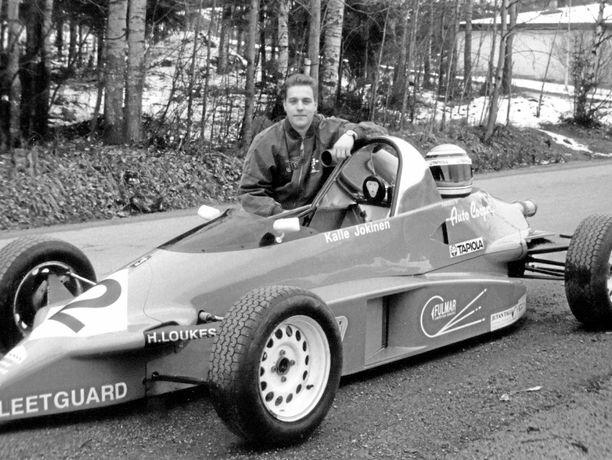 Formula Ford -luokkaan edenneen Kalle Jokisen oma kuljettajaura päättyi kaudella 1993 Doningtonissa sattuneen onnettomuuden seurauksena.