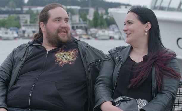 Antti ja Laura puhuvat vakavasti illan jaksossa.