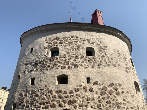 Torin laidalla seisovassa Pyöreässä tornissa toimii ravintola.