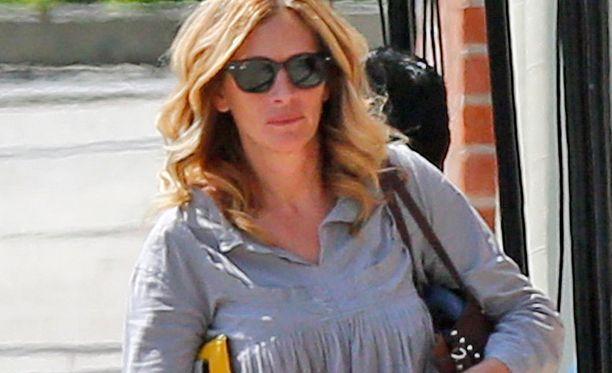 Julia Roberts lähti New Yorkiin, samaan aikaan miehen väitettiin muuttaneen pois tähden Malibu-kodista.