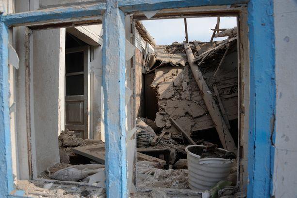Sartanan viimeöisessä tykkitulessa kuoli ainakin kaksi ihmistä. Tulitus kohdistui keskelle asuinaluetta.