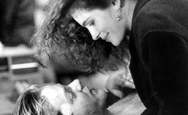 Julia ja Kiefer Sutherland ehtivät kihloihin asti, mutta erosivat ennen häitä.