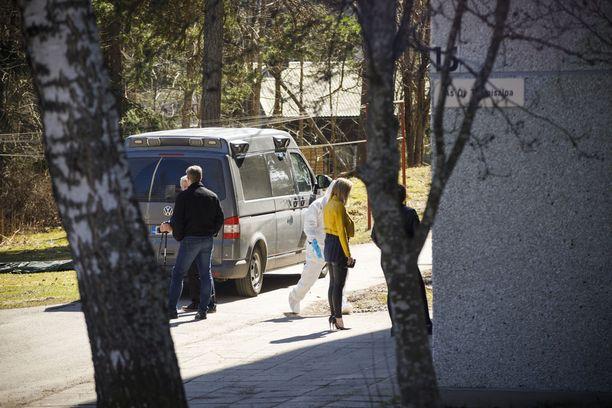 Poliisin tutkinta oli paikalla puoliltapäivin maanantaina.