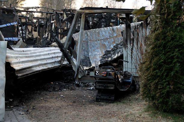 Kaksi perheen nuorinta lasta menehtyi Raahen Pattijoen rivitalopalossa.