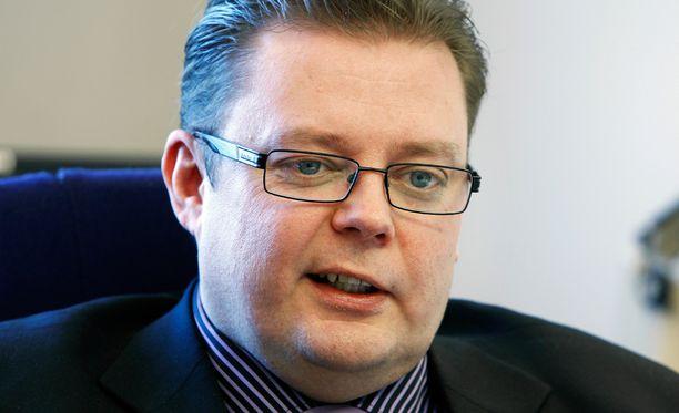 Marko Varajärvi (vas) kertoo, ettei loukkaantunut välikohtauksessa pahasti. Arkistokuva.