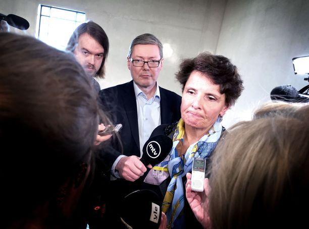 Anne Berner on joutunut vastaamaan teräväänkin kritiikkiin useita kertoja ministerikautensa aikana. Parjattua taksilakiuudistusta hän ei kuitenkaan pyytele anteeksi, vaikka myöntää, että kehitettävää vielä on.