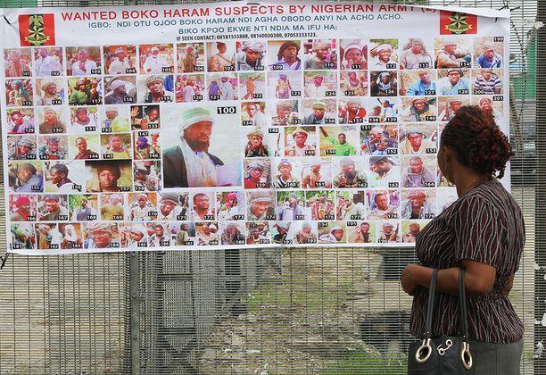 Boko Haram -terroristijärjestön jäsenten etsintäkuulutuksia.