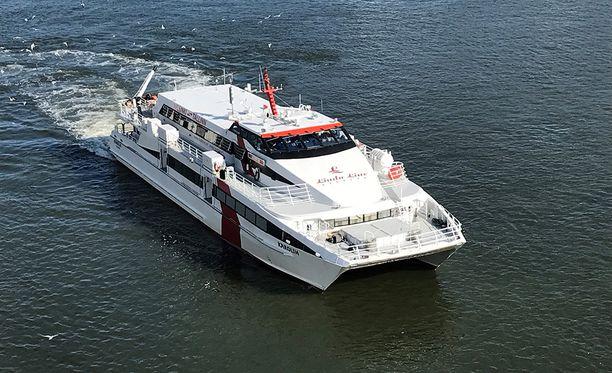 Linda Linen Karolin-alus törmäsi laituriin Tallinnan satamassa.