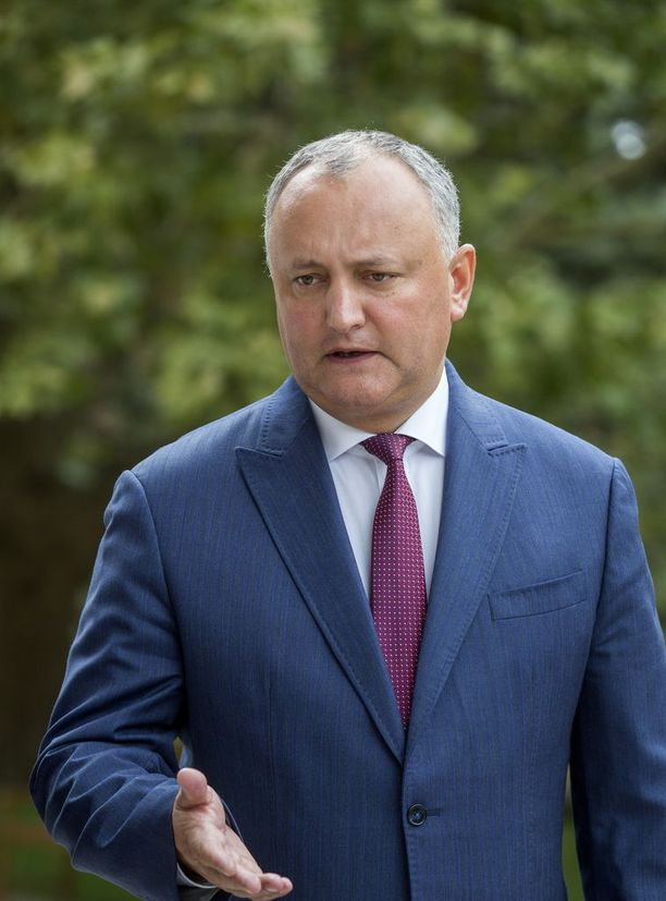 Presidentti Igor Dodon kuvattiin torstaina residenssissään lähellä Chisinauta.