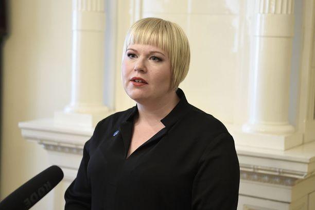 """Ministeri Annika Saarikon mukaan """"on ollut ravistelevaa lukea ihmisten kokemuksia ahdistelusta ja seksuaalisesta häirinnästä""""."""