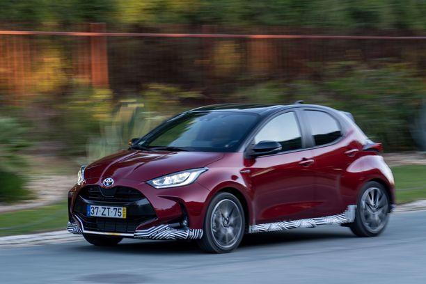 Uusi Toyota Yaris esitellään jo tällä viikolla Japanissa, mutta Eurooppaan myöhemmin tänä vuonna tuleva versio on suunniteltu eurooppalaisia mieltymyksiä varten ja tullaan myös rakentamaan vanhalla mantereella.
