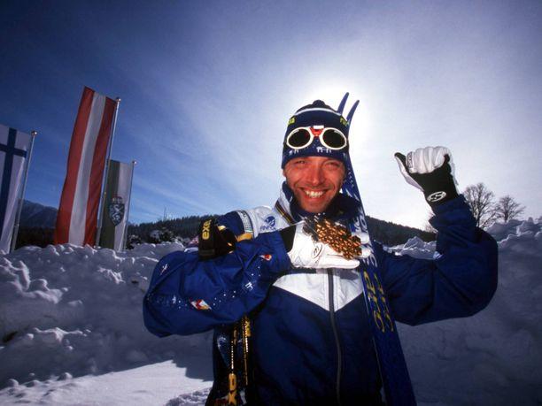 Mika Myllylä oli vuoden 1999 Ramsaun MM-kisojen hiihtokuningas.