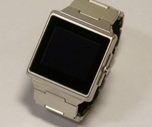 Suomalainen Wearfone on nelitaajuuspuhelinkello, jossa on kosketusnäyttö.