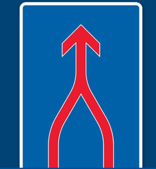 """Uusi liikennemerkki """"ajokaistat yhdistyvät"""" ohjaa lain mukaan ajamaan vetoketjuperiaatteella, kun kaistat yhdistyvät."""