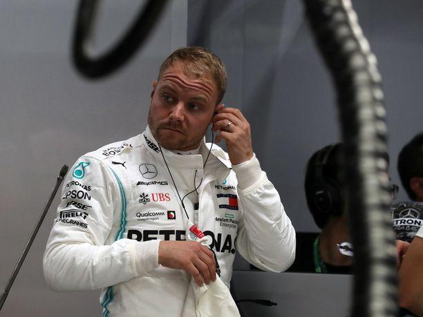Valtteri Bottas joutui auttamaan tallikaveriaan Lewis Hamiltonia Singaporen GP:ssä.