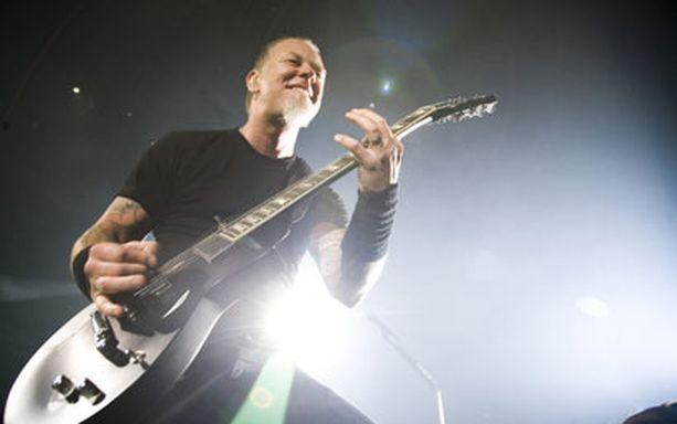 JÄLLEEN SUOMESSA Metallica nähtiin viimeksi Suomessa ainoastaan reilu kuukausi sitten, kun yhtye heitti kaksi loppuunmyytyä keikkaa Hartwall Areenalla. Nyt yhtye palaa Suomeen jo lähes loppuunmyydyn Sonisphere-festivaalin tiimoilta.