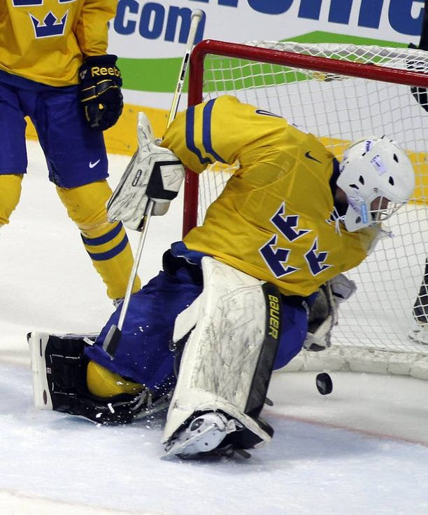 Jättipaukku Elitserienin tulokasvahti Viktor Fasth valittiin kauden päätteeksi koko sarjan parhaaksi pelaajaksi.