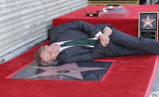 Näyttelijä Hugh Laurie sai oman tähden kuuluisalle Hollywood Walk of Famelle.