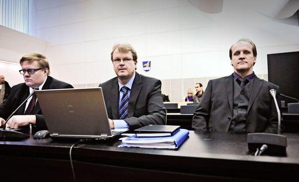 Hannu Kailajärvi (oik.) tuomittiin viideksi vuodeksi vankeuteen Wincapitasta.