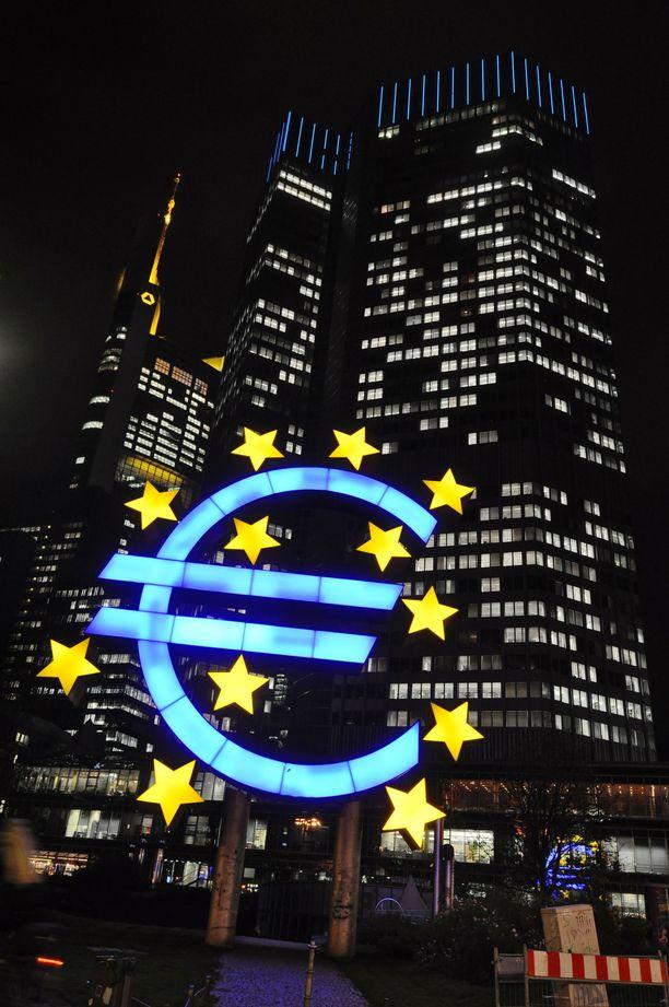 Tohtori Markku Salomaan mukaan ei ole esitetty ratkaisua, miten Euroopan keskuspankin luoma velkakupla hoidetaan.