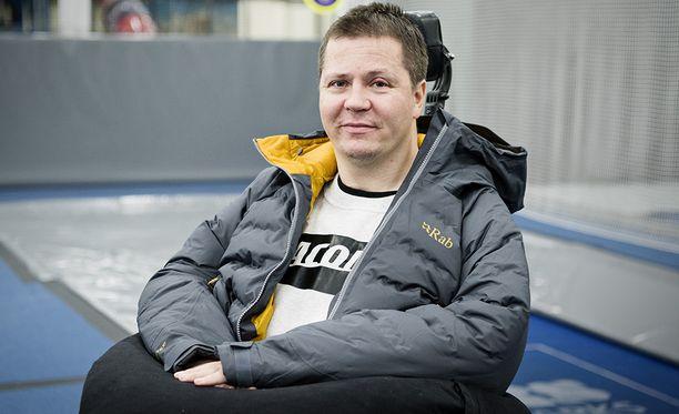 Entinen huipputelinevoimistelija Jari Mönkkönen ei halua kenenkään loukkaantuvan ja kokevan samaa kohtaloa kuin hän itse.