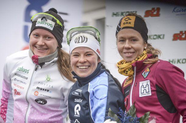 Johanna Matintalo (vas.), Krista Pärmäkoski ja Laura Mononen olivat kolmen kärki Rovaniemen Suomen cupin perinteisen kympillä.