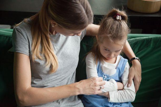 Monen lapsenkin odotetut suunnitelmat romuttuivat koronan muuttuessa epidemiaksi Suomessa.