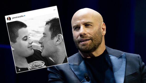 John Travolta suree edesmennyttä poikaansa.