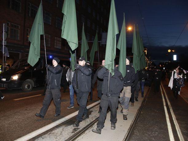 Uusnatsijärjestö Pohjoismainen vastarintaliike halutaan määritellä terroristijärjestöksi Yhdysvalloissa.