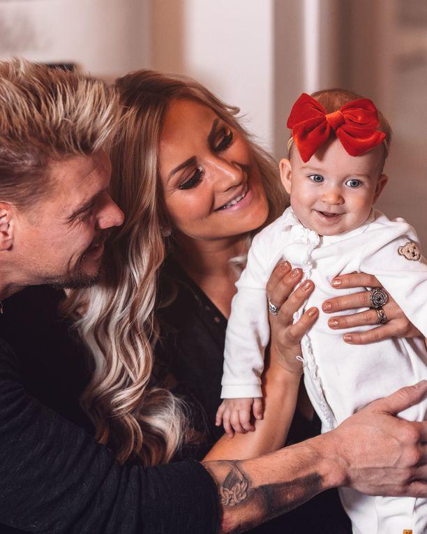 Aki ja Rita ovat Donnan syntymän jälkeen laajentaneet tiluksiaan Porin Järvikylässä.