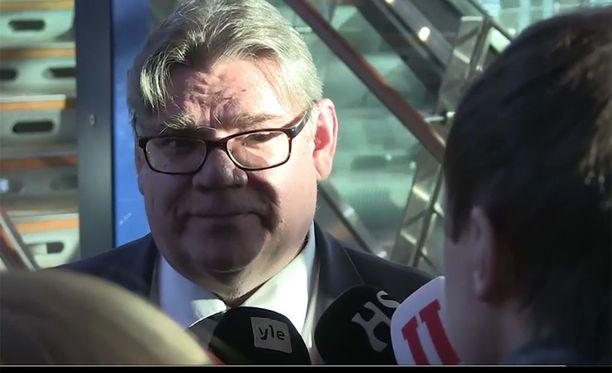 Timo Soini perusteli ratkaisuaan sunnuntaina medialle.