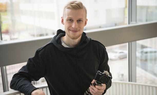 Roni Bäck eli tubettajanimeltään Roni Back vieraili Iltalehden toimituksessa.