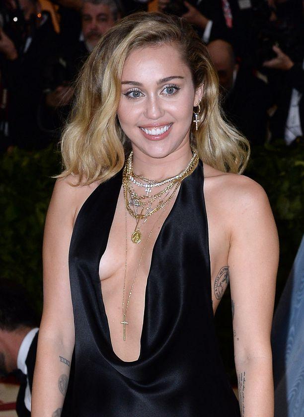 Miley Cyrus ei aristellut kommentoidessaan Gabbanan sanomisia.