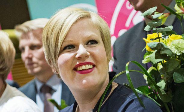 Keskustan kansanedustaja Annika Saarikko aloittaa tänään perhe- ja peruspalveluministerinä.