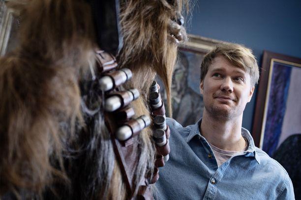 Joonas Suotamo jännitti kokemaansa kasvohalvausta Star Wars -tuotantotiimin edessä.