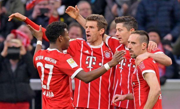 Bundesliigan huippuottelu päättyi Bayernin juhliin.