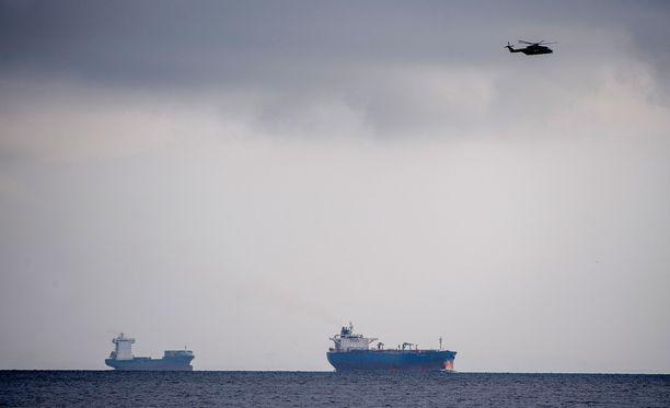 Helikopteri teki etsintöjä perjantaina Kööpenhaminan sataman edustalla, jonne maailman suurin yksityisesti rakennettu sukellusvene Nautilus katosi.
