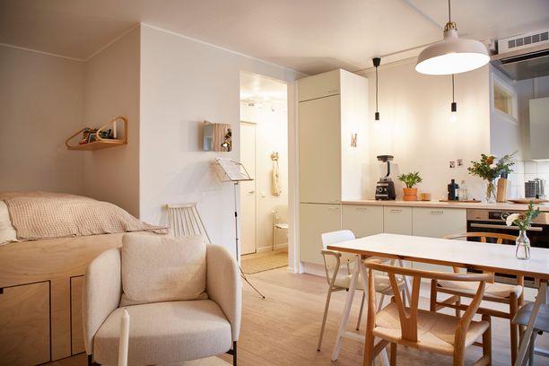 Kotiin tehtiin myös pieni olohuonenurkkaus kahden nojatuolin avulla.