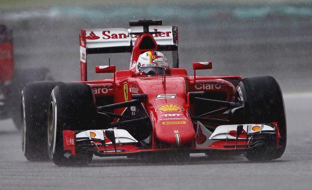 Sebastian Vettelin mukaan Ferrarilla on tänään mahdollisuus yllättää Mercedes-kuskit.