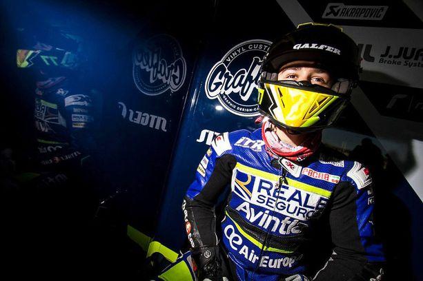 Ensimmäistä täyttä kauttaan Moto3-luokassa ajaneen Andreas Perezin nuori elämä päättyi sunnuntaina sattuneen onnettomuuden seurauksena.