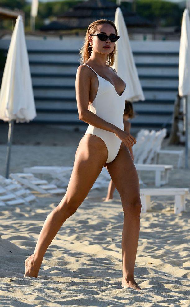 Uimapukusuunnittelija Kimberley Garner