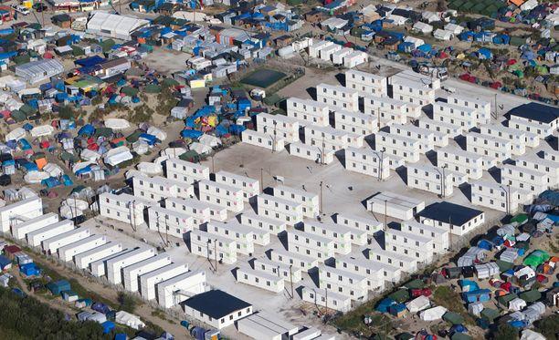 """Calais'n kiisteltyä siirtolaisleiriä kutsutaan """"viidakoksi""""."""