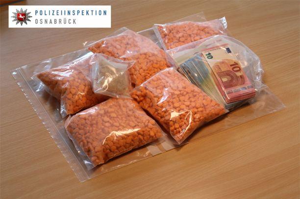 Saksan poliisi julkaisi kuvan takavarikoiduista tableteista.