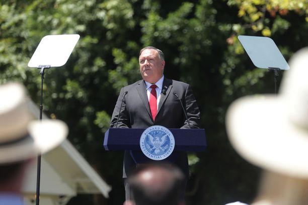 Yhdysvaltain ulkoministeri Mike Pompeo piti puheen presidentti Richrad Nixonin mukaan nimetyn kirjaston edustalla Kaliforniassa.