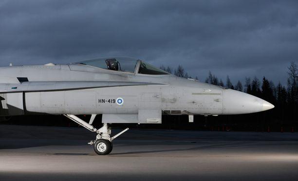 Hornetien seuraajiksi ovat ehdolla ruotsalainen Jas Gripen E, yhteiseurooppalainen Eurofighter Typhoon, ranskalainen Dassault Rafale ja yhdysvaltalaiset F-35 sekä F/A-18 Super Hornet.