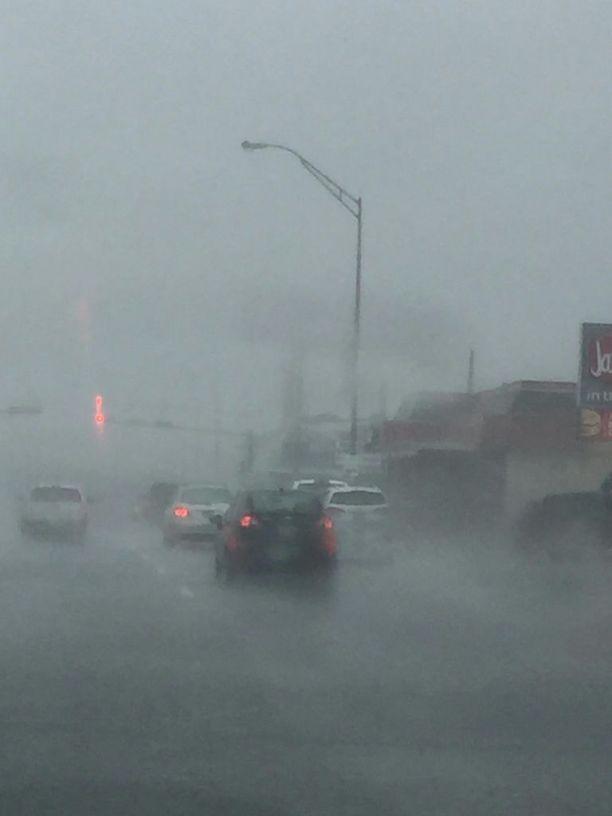 Rankkasadetta. Kuva otettu 25. elokuuta Galvestonissa, Texasissa. Rankkasateet piiskaavat nyt Houstonia. Tulvinta jatkuu pitkälle ensi viikkoon.