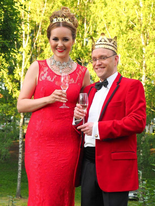 Aino Niemi ja Teijo Lindström kruunattiin tangokuningattareksi ja tangokuninkaaksi heinäkuussa Seinäjoen Tangomarkkinoilla. Heidän tiensä erkanevat yhteisen joulukiertueen jälkeen.