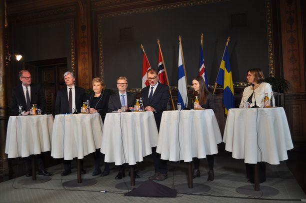 """""""Vertailemme toistemme käytäntöjä, lisäämme yhteisiä ponnisteluja tuotekehityksen ja tutkimuksen alueella ja teemme sitten yhteisten suunnitelman Pohjolan hiilivapaasta vyöhykkeestä"""", pääministeri Juha Sipilä kuvaili."""